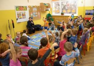 policjantka w przedszkolu